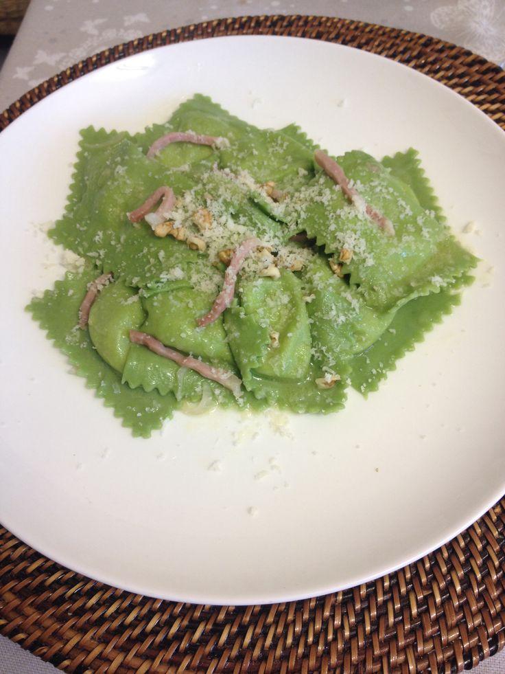 Ravioli agli spinaci con taleggio e speck