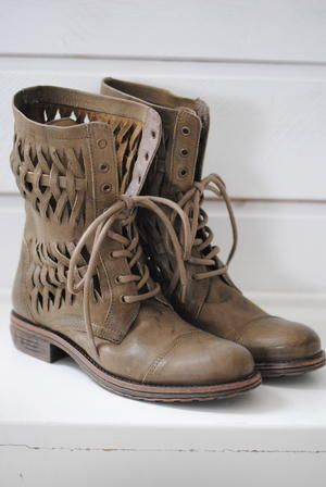 cute: Shoes, Style, Leather Boots, Lace Up Boots, Cute Boots, Fall Boots, Cowboys Boots, Brown Boots, Combat Boots