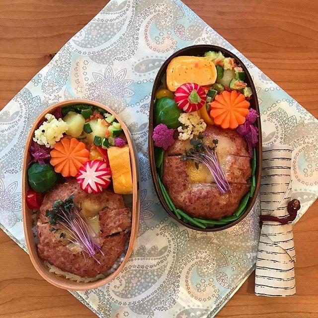 おはようございます☀ ・ 今日はチーズ🧀ハンバーグ弁当❣️ ・ ☆今日のお弁当☆ ・ *チーズハンバーグ *ニンジンのグラッセ *粉ふきいも *パプリカのマリネ *芽キャベツの煮浸し *青梗菜のお浸し *レッドキャベツのマリネ *卵焼き *添え物:レッドキャベツのスプラウト、ラディッシュ、カリフローレ ・ ✨今日もよい一日をお過ごしくださいませ✨ ・ #クッキングラム#japaneselunchbox #libertyprint #obento #お昼が楽しみになるお弁当 #お弁当作り楽しもう部 #お弁当記録 #お弁当箱 #お弁当日記 #お弁当包み #おうちごはん #デリスタグラマー#オベンタグラム#リバティープリント #今日のお弁当