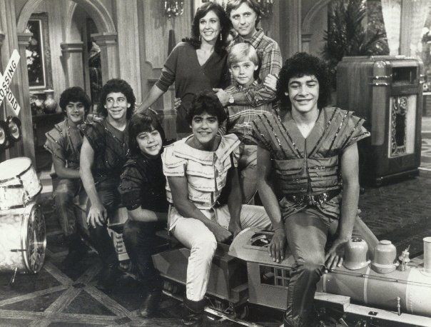 Cast Of Silver : Silver spoons cast with menudo