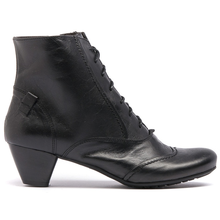 Karen feature laces, an inside zip and leather upper and lining. Made in Italy