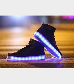 """#heartjacking (via Baskets Lumineuses Choix Coloris Et Références : Baskets Lumineuses Diodes Led)  Chaussures montantes à leds intégrées dans la semelle, des baskets réellement lumineuses mixtes, pour homme et femme ! Baskets Lumineuses Montantes """"So High"""""""
