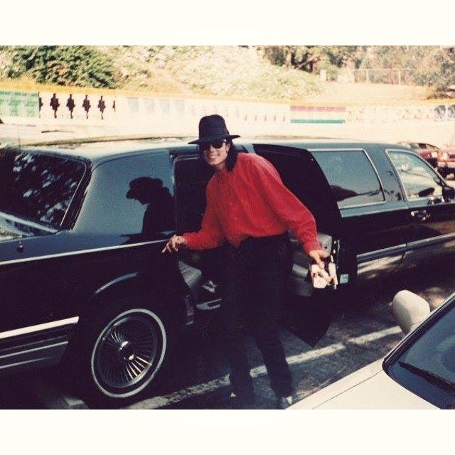 Holding his own Thriller CD cover☺️ #michaeljackson #LA