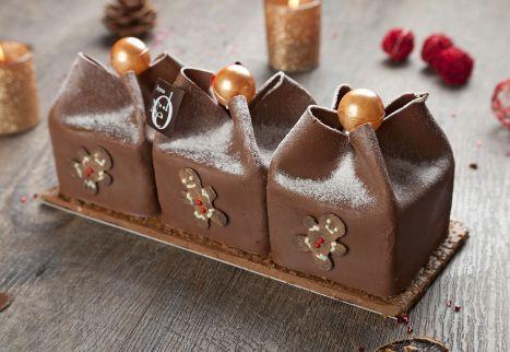 Noël 2013 - Bûche Plaisir - Denis Matyasy. Posés sur un biscuit amande, trois petits cadeaux garnis de meringue, d'un craquant au praliné et d'un crémeux au gianduja. 20€ pour 4 personnes / 30€ pour 6 personnes / 40€ pour 8 personnes.