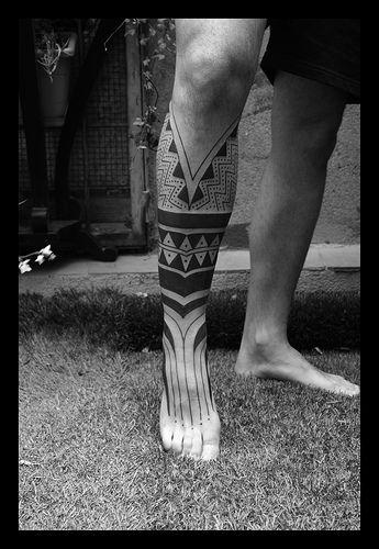 tatoo marajoara perna