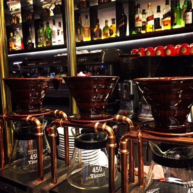 Δοκιμάσατε τον παραδοσιακό μας καφέ φίλτρου που σερβίρεται με παραδοσιακή τεχνική; Διατηρεί την γεύση και την μυρωδιά από το αυθεντικό χαρμάνι! Μόνο στο Clemente VIII.