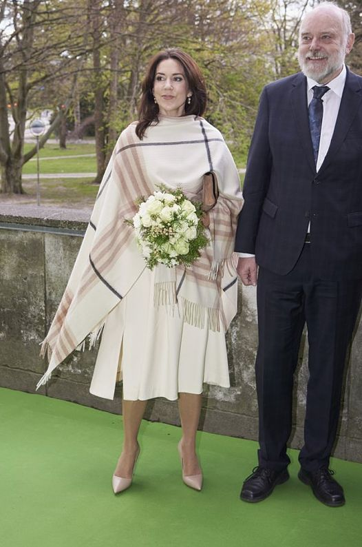 25 April 2016 - Princess Mary attends the opening of the Danish Research Festival at Copenhagen University - stole by Ganni, skirt by Birger and Mikkelsen, blouse and shoes by Prada, clutch by Hugo Boss
