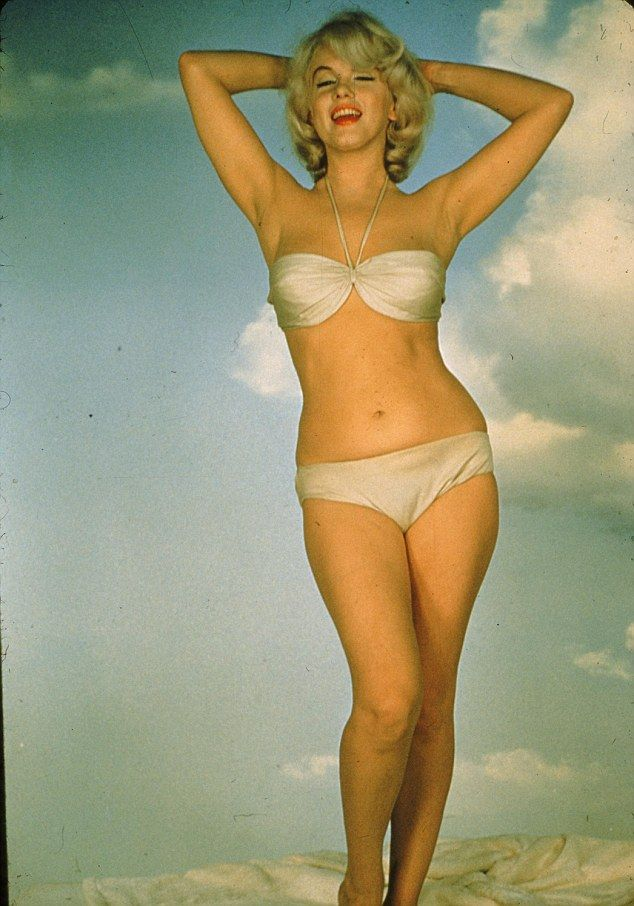 I love Marilyn's curves!  & look NO PHOTOSHOP!