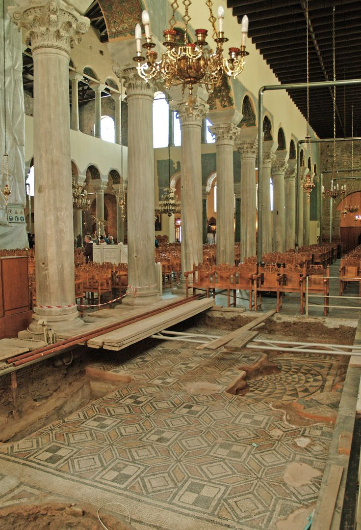 In the northeaster corner of Panagia Acheiropoietos Church you can see something really amazing. Restoration works have unearthed two older levels of the temple's floor with wonderful patterns. (Walking Thessaloniki, Route 03 - St Sofia)