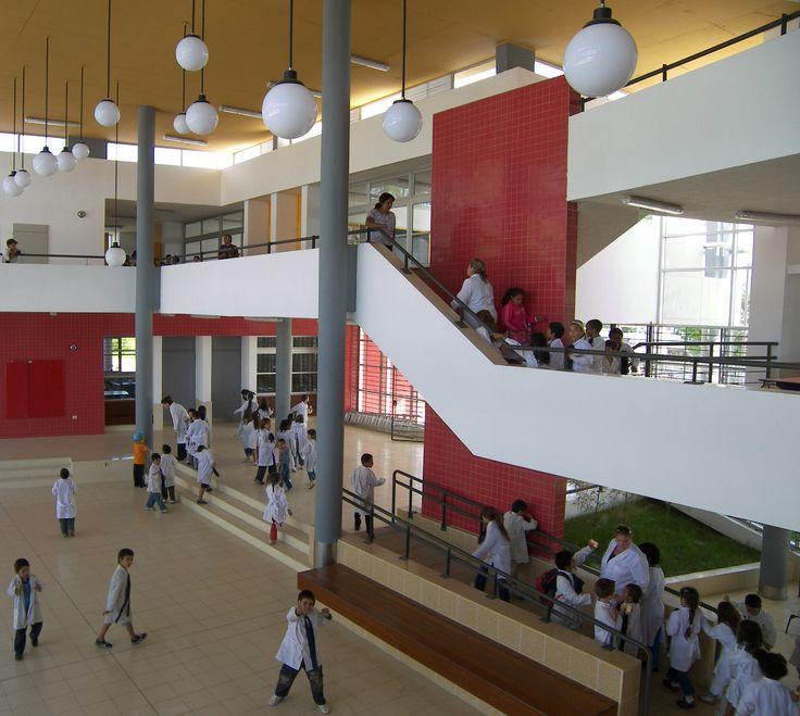 Escuela Nº 330 de Tiempo Completo en Maroñas / Pedro Barrán Casas
