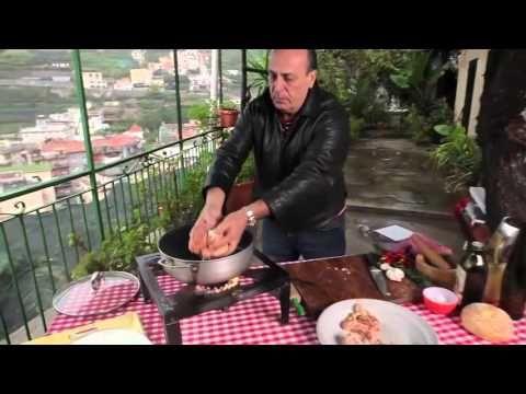 Дженнаро Контальдо   Курица с чили, чесноком и розмарином - YouTube