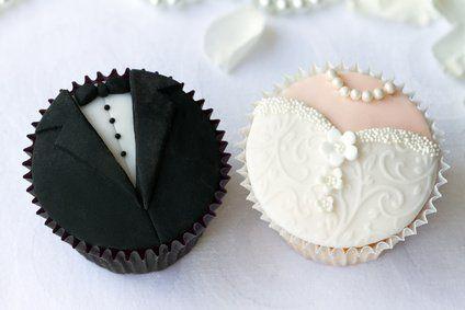Hochzeits-Cupcakes damit der schönste Tag im Leben versüßt wird.