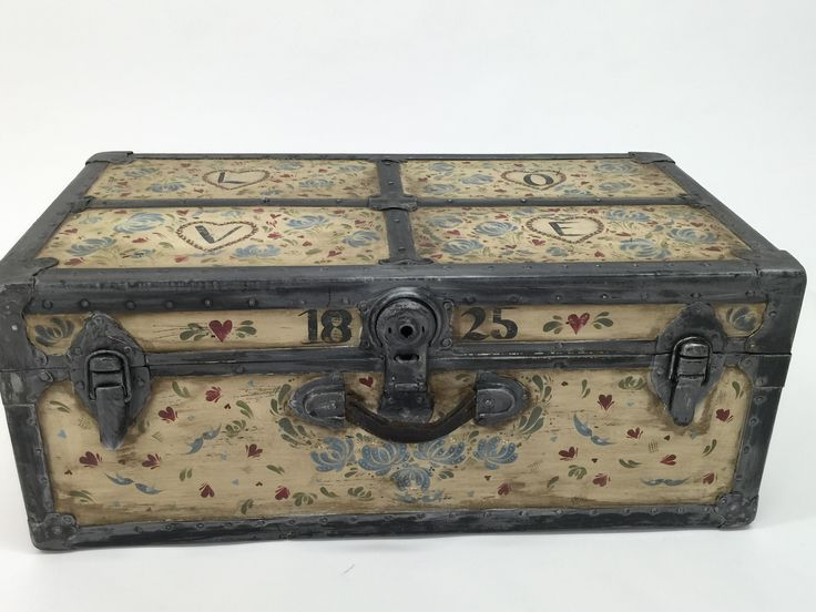 This trunk has been painted using what is taught in the Blue Birds Design kit - cute little Blue Birds, traditional folk art flowers and comma strokes. We found the trunk in a second hand shop and painting it with DecoArt Chalk Paints and gave an antique finish with the DecoArt brown wax.