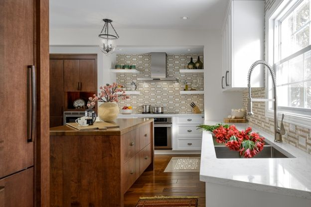 Kitchen of the Week: Hardworking Island in a Timeless Space