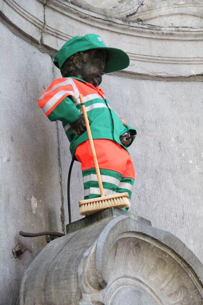 Manneken-Pis cible d'une performance de mauvais goût. #bruxelles #art