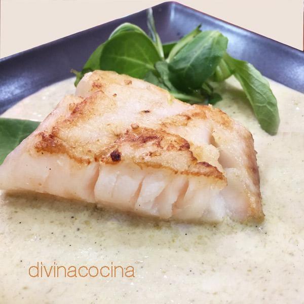 Este plato de bacalao a la crema resulta muy suave y sabroso. Es perfecto si el sabor del bacalao te resulta demasiado fuerte.
