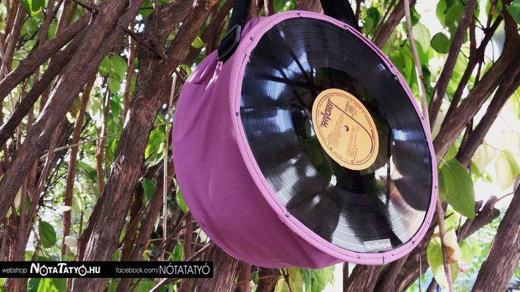 Az egyszínű táskákra akár rajzolni is lehet.  #szeretematatyom #notatatyo #musicbag #recycle #újrahasznosítás