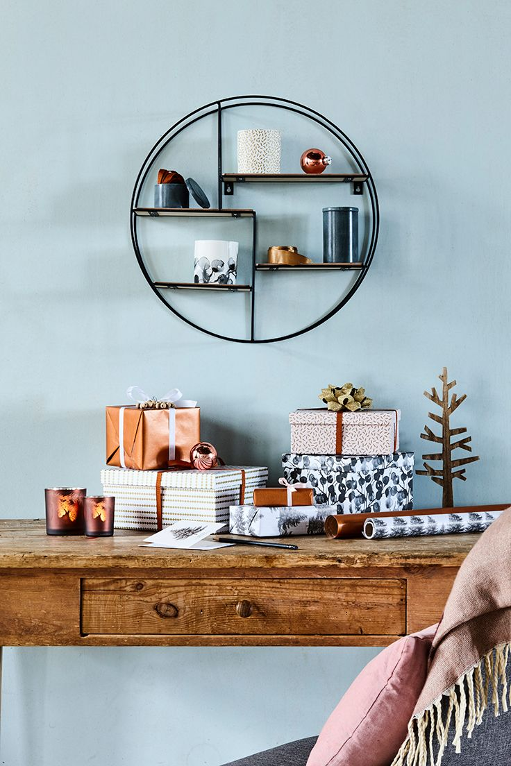 Viva plast wooden colours - Round Shelving Unit With Wooden Shelves An Interesting Way To Break With Straight Lines In