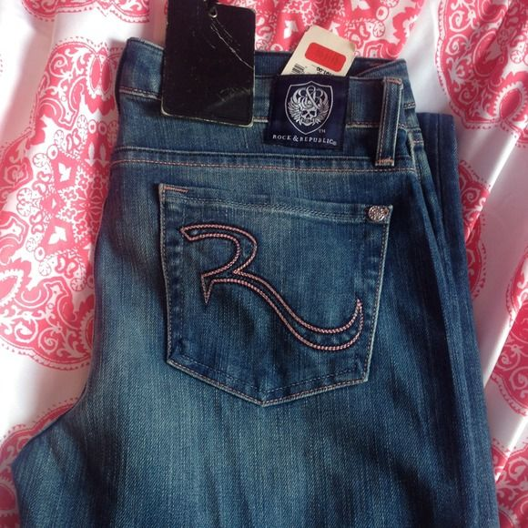 100% authentic (not kohls) Rock & Republic sz 28 Tags still attached, purchased from saks outlet for $112 on clearance after the company sold to kohls. Never worn. Super cute pink stitch Rock & Republic Jeans