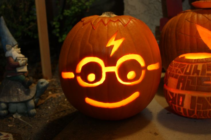 The best Harry Potter Jack O'Lantern I've ever seen, created by Victoria Romo.