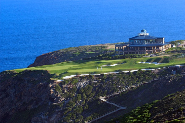 The dramatic 9th hole at Pinnacle Point, Eastern Cape, South Africa. #PinnaclePoint #Golf