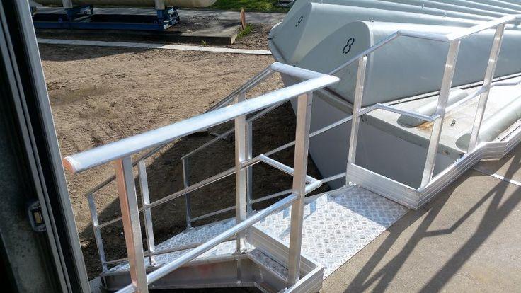 CHANTIER MONTLUÇON - Fabrication et pose de garde-corps aluminium et d'un escalier d'accès en marches caillebotis.