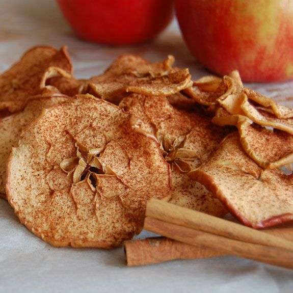 How to Make Baked Cinnamon Apple Chips- these are so addicting and kids will love them.