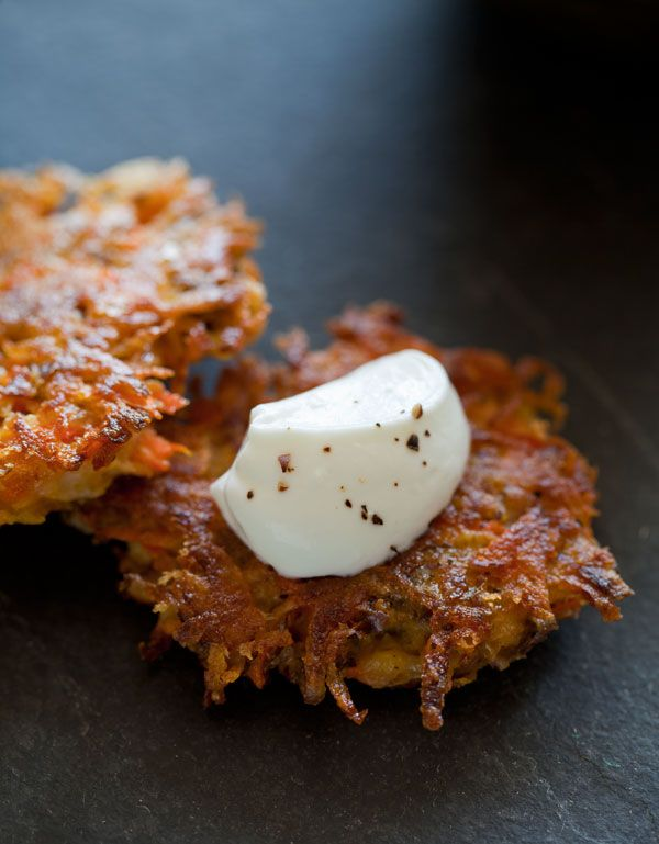 root veggie fritters \\: Side Dishes, Appetizers Recipes, Yummy Food, Roots Vegetables, Forks Bacon, Savory Recipes, Spoons Forks, Vegetables Fritters, Bar Recipes