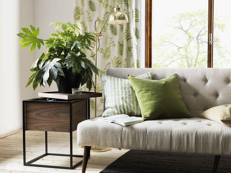 Albany återkommer med sina sköna naturliga färg i kombination med grönt. Trenden vi kallar Evergreen. Med mökare trä i raka linjer som Ludvika sideboard blir en sober känsla.