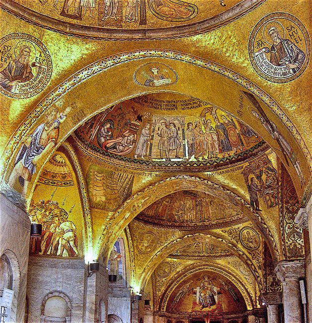 Veneza118 - Byzantine art - St Mark's Basilica in Venice, where imported Byzantine mosaicists were succeeded by Italians they had trained