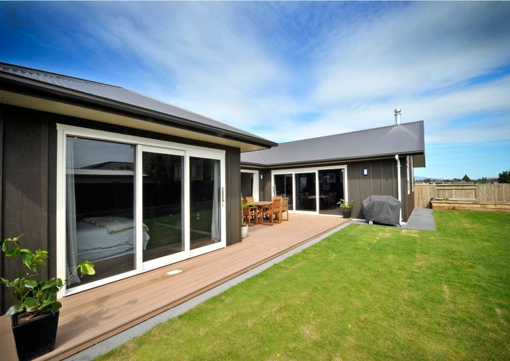 Keene Drive New Plymouth show home - Contemporary outdoor space