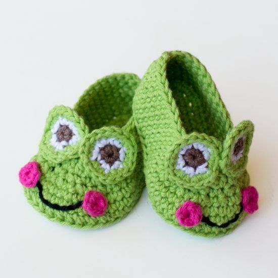 Learn how to create these adorable yet easy Frog Booties, a perfect addition to any baby's wardrobe! Free pattern available!