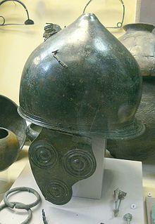 Casque gaulois en bronze. Musée d'archéologie nationale