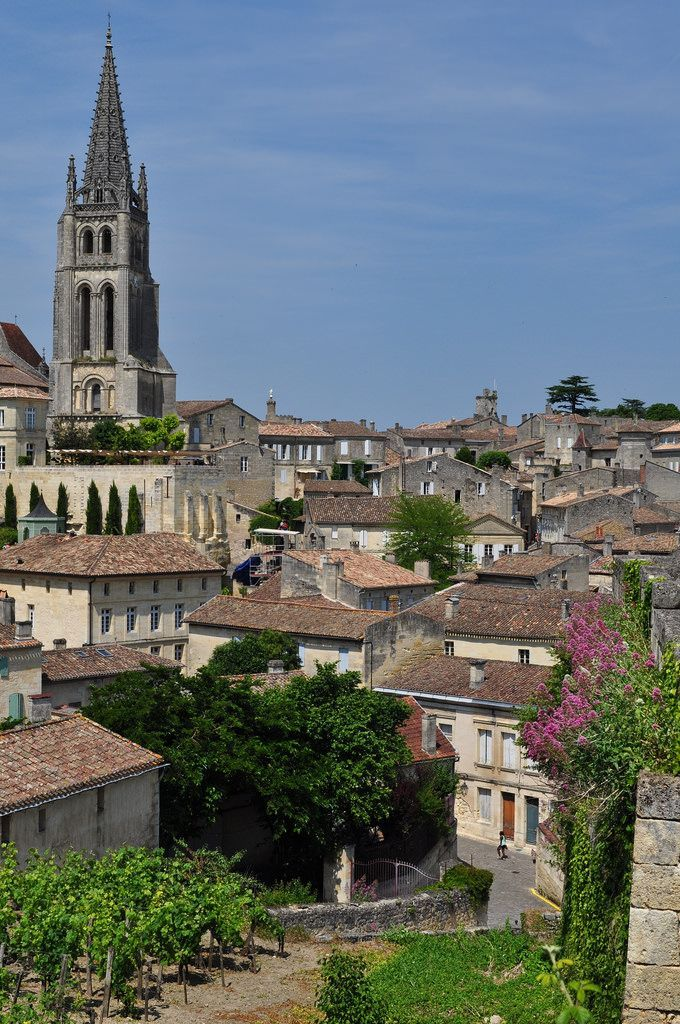 France Travel Inspiration - Vue générale de Saint-Emilion, Libournais, Gironde, Guyenne, Aquitaine, France.   par byb64