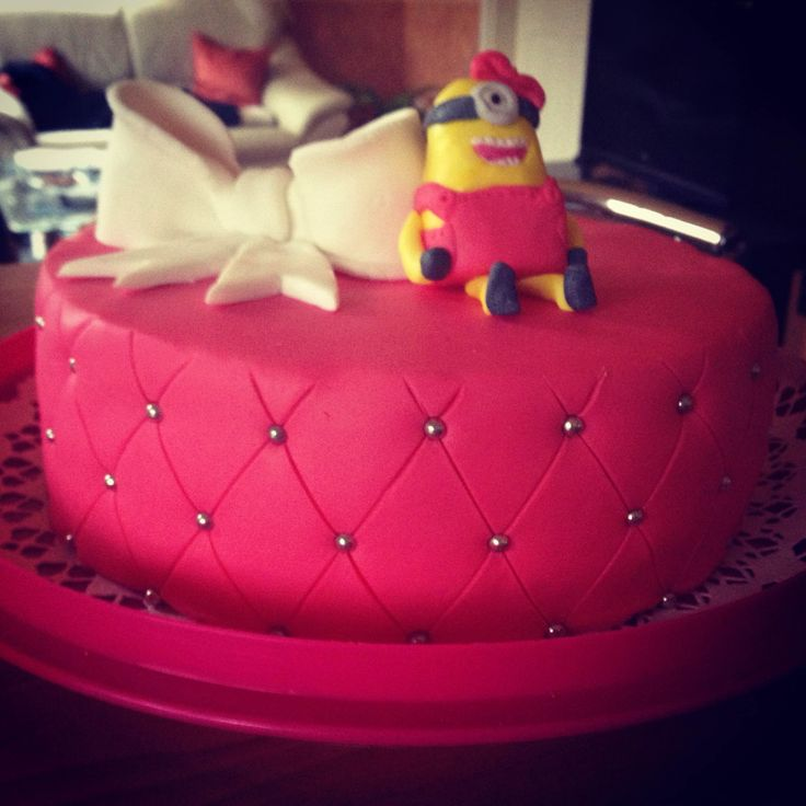#minion girls #pink #bowl  raspberry cake