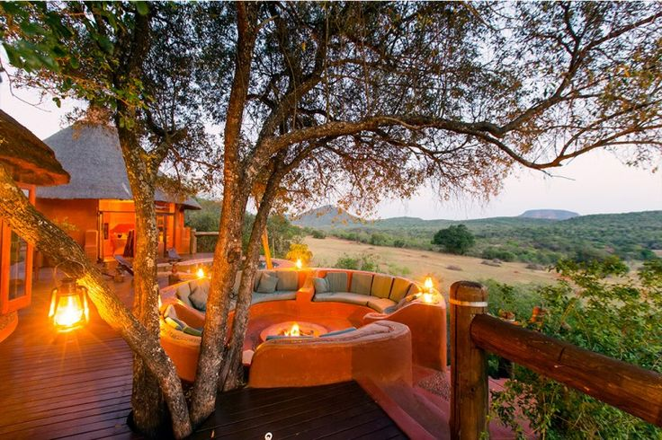 Styled in a Venda theme by famed artist Noria Mbasa and overlooking a valley framed by mountains. The drive up to the lodge can only be done by 4x4 and you never seem to stop climbing, but once you reach this haven you'll find yourself never wanting to leave.