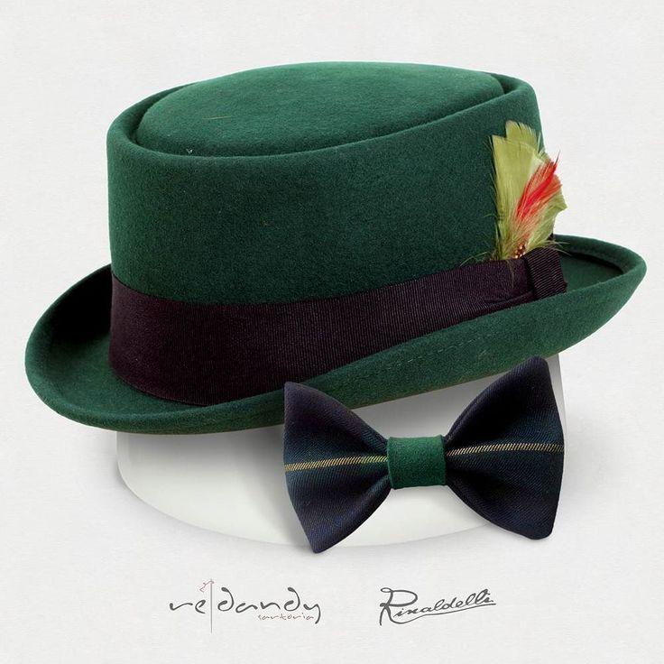 Pork pie in feltro verde e penna in Coordinato con il Papillon @redandysartoria double face in lana scozzese e nodo in feltro verde. Puoi acquistarlo su redandy.it #instaitalia #instaitaly_photo #instaitalian #fascinator #instagood #instadaily #instalike #madeinitaly #arte #artigianato #artigian #cappello #hat #style #fashion #womenfashion #instaitalia #menswear #mensfashion #cappello #papillon #street #dandy #vintage #hipster #mensfashion #menswear #fashiondiaries #fashionista