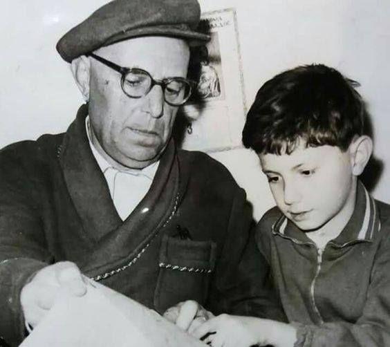 Ο υπέροχος Ορέστης Μακρής με τον εγγονό του.