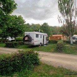 (!!!) Le Pont d' Allagnon kampeerterrein, gelegen in Lempdes-sur-Allagnon (Haute-Loire), is een camping met 60 toerplaatsen. - 9,3 op Zoover (2 beoord.) De camping heeft aparte sanitairunits voor gehandicapten, een lift in het zwembad en een chalet met aanpassingen. Meestal een transitcamping. Korting in voorseizoen met ACSI- kaart. http://www.campingcard.nl/frankrijk/auvergne/haute-loire/lempdes-sur-allagnon/camping-le-pont-dallagnon-103965/