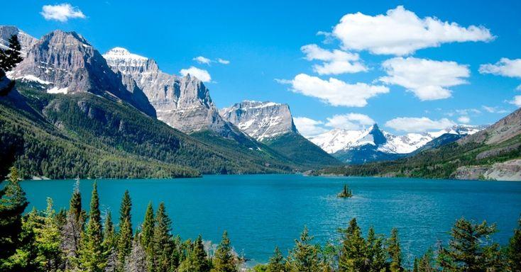 Parque Nacional das Geleiras, Montana: Se você está em dúvida sobre qual dos parques americanos visitar primeiro, esta é a sugestão. Não só pela beleza, com rios e lagos contrastando com os picos nevados esculpidos pelo movimento das geleiras ao longo de milhares de anos, mas principalmente pelas geleiras que dão nome ao parque e já têm data para acabar. Das 150 existentes em 1850, apenas 25 ainda resistem. Se a velocidade do recuo das geleiras se mantiver, elas sumirão em apenas 15 anos.