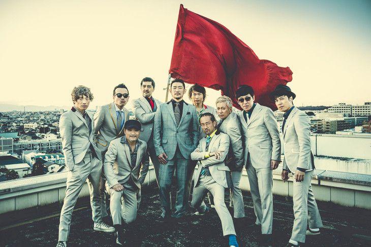 東京スカパラダイスオーケストラとTOSHI-LOW(BRAHMAN)。