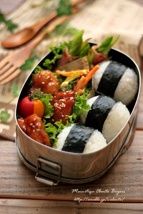 Japanese Onigiri Bento Lunch (Umeboshi Rice Ball, Teriyaki Chicken, Asparagus Bacon Roll, Two‐tone Cherry Tomatoes)|あ~るママ  さんのお弁当