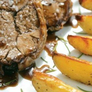 Αρνάκι στη λαδόκολλα με πατάτες