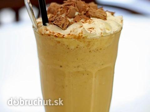 Ľadová káva s javorovým sirupom