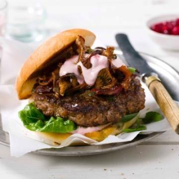 Oppskrift på Elgburger med smørstekt kantarell