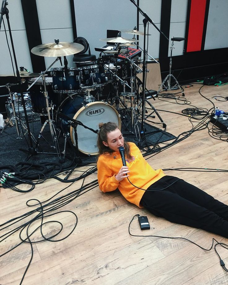 """8,879 Me gusta, 43 comentarios - Sarah Close (@sazclose) en Instagram: """"clearly working soooOoOooOoOoO hard in rehearsals. Tour is gonna be ✨✨✨✨ and also Only You comes…"""""""