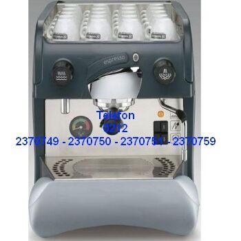 Espresso Kahve Yapma Makinası çok kullanışlı ve kolay kullanabilirliği ile değişik kahve türlerinin yapımında verimli bir çalışma sunar. Düzenli ve otomatik çalışan suyu ısıtma sistemi ile kahve pişerken lezzet ve aroması kaybolmadan çıkar. Espresso kahve makinası Satışı 0212 2370749