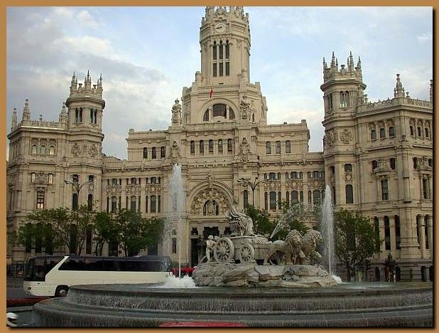 Oltre 25 fantastiche idee su case con esterni in pietra su for Interni moderni case spagnole