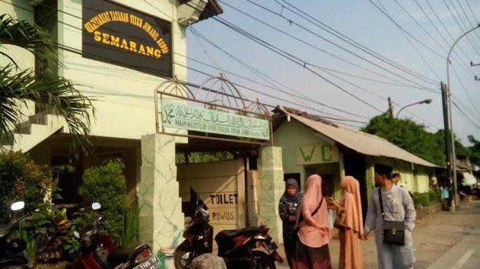 Makam Syekh Jumadil Qubro Di Semarang
