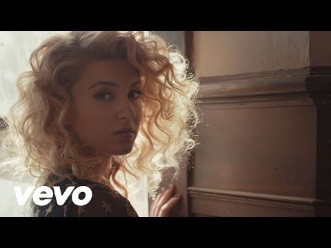 Lirik Lagu Tori Kelly - Hollow Lyrics I don't wanna be the last man standing I don't wanna be the lonely one Picking petals when the party's over No, it's no...